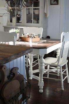 FARMHOUSE 5540: February 2013. May have to rethink my kitchen table. Paint metal white ? Sure !