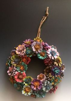 Képtalálatok a következőre: pine cones ideas 17 Best images about pine cones Pinecone Flower Wreath I need to do thissss! Gather down fallen cones: 15 brilliant ideas for your fall decoration 5 Creative Pinecone Craft Ideas You Never Knew - Masons Hom Nature Crafts, Fall Crafts, Holiday Crafts, Kids Crafts, Crafts To Make, Craft Projects, Arts And Crafts, Craft Ideas, Pinecone Christmas Crafts