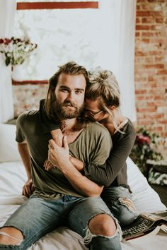 Kirsten and Turner's pillow fight session - life style photography, Vic Bonvicini Photography