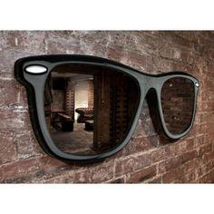 Looking Good - vægspejl som kæmpebrille