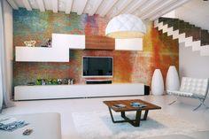 Имитация кирпичной стены: трендовые варианты отделки и 70+ вдохновляющих идей для дома http://happymodern.ru/imitaciya-kirpichnoj-steny-foto/ Радужный окрас кирпичной стены в гостиной комнате