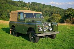 Land Rover Series II - love thus as wedding car for the men.