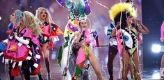 """Drag Race"" Queens Help Miley Cyrus Close 2015 VMAs"