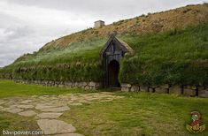 paganroots: Viking house in Iceland 300 yrs old By landcruising Vikings Live, Norse Vikings, Viking House, Viking Village, Viking Culture, Viking Art, Viking Woman, Vegvisir, Earth Homes