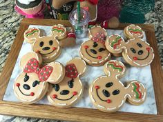 Hey everyone, here are some cute gingerbread Mickey & Minnie cookies.These look so yummy & are perfect for any Disney or Mickey/Minnie fan! Iced Sugar Cookies, Christmas Sugar Cookies, Gingerbread Cookies, Christmas Gingerbread, Oreo Cookies, Christmas Goodies, Christmas Treats, Disney Christmas Decorations, Holiday Baking