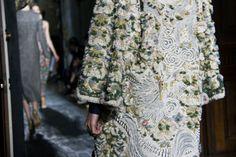 Le défilé Valentino haute couture printemps-été 2013-2014 à Paris http://www.vogue.fr/mode/inspirations/diaporama/journal-de-la-fashion-week-haute-couture-a-paris-jour-3/14274/image/801625#!28