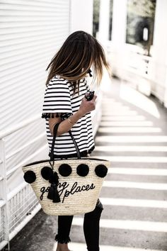 Rayures et Pompons - - Basket Bag, Street Look, Street Style, Summer Bags, Mode Inspiration, Mode Style, Spring Summer Fashion, Love Fashion, Straw Bag