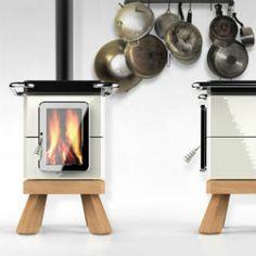 Stackstoves è la linea di stufe a legna in ceramica nata dalla collaborazione fra La Castellamonte e Adriano Design.