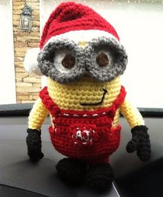 Despicable Me Minion by Nichole's Nerdy Knots.  FREE PDF 1/15.