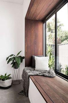 comment créer une banquette pour profiter de l'espace autour de l'appui de fenêtre intérieur ?