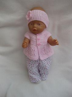 DUKKEKLÆR TIL BABYBORN Knitting Dolls Clothes, Doll Clothes, Doll Patterns, Knitting Patterns, Baby Born Clothes, Baby Dolls, Crochet Hats, Kids, Outfits