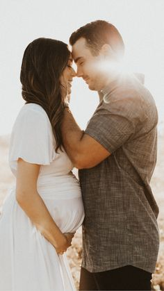 Couple Maternity Poses, Couple Pregnancy Photoshoot, Maternity Photo Outfits, Outdoor Maternity Photos, Maternity Photography Outdoors, Family Maternity Photos, Maternity Session, Maternity Pictures, Couple Photography