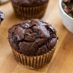Chocolate Muffins Triple Chocolate Muffins, Bakers Chocolate, Chocolate Chip Muffins, Chocolate Flavors, Chocolate Recipes, Chocolate Pastry, Chocolate Sweets, Pound Cake Recipes, Muffin Recipes