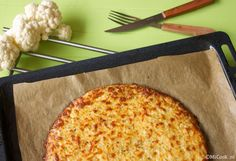 Een pizzabodem van bloemkool & mozzarella… en nog een eitje met wat kruiden en that's it! Al eerder maakte ik pizzadeeg van bloemkool, maar dit keer deed ik het nét een klein beetje anders en heb ik een beetje staan experimenteren in de keuken. Ik maakte namelijk ook een pizzabodem van bloemkool & hazelnoten, waarvanRead More