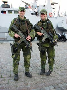 Swedish soldiers with their AKC's.