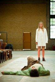 """Theaterfotograf Kassel   Parbet Chugh, Birthe Gerken   Bad Hersfelder Festspiele   """"Draußen vor der Tür"""" http://blog.ks-fotografie.net/theaterfotografie/bad-hersfelder-festspiele-draussen-vor-der-tuer/"""