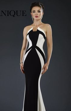 Achieve the next level of sophistication in Janique This long gown offers a strapless and handkerchief neckline. Color block detail glides down the floor accentuating your curve-kissing figure. Prom Dresses Online, Event Dresses, Formal Dresses, Gown Pattern, Blue Wedding Dresses, Looks Chic, One Piece Dress, Colorblock Dress, Beautiful Gowns