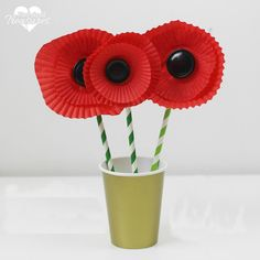 Can't find Poppies at the florist? Make this poppy flower craft at Pintsized Treasures at home instead.
