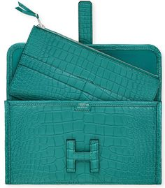 Hermes' Jige Duo Wallet is redefining how a luxury wallet should look like and though the Jige wallet is not new, the Jige DUO version on the other hand Hermes Wallet, Hermes Bags, Hermes Handbags, Clutch Wallet, Fashion Handbags, Fashion Bags, Designer Handbags, Women's Fashion, Crocodile