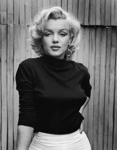 Marilyn Monroe(1926-1962) smart, sexy blonde.