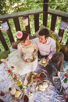 Eloping? Let this wedding picnic inspire you! Photo by Heline Bekker Photography. #weddingpicnic #summerwedding