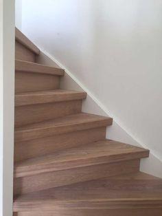 Bij een traprenovatie heb je de keuze uit vele materialen: linoleum, tapijt, laminaat of hout. Traprenovatie Nederland kiest bewust voor duurzaam eikenhout. Stairs, Home Decor, Ladders, Homemade Home Decor, Stairway, Staircases, Decoration Home, Stairways, Interior Decorating
