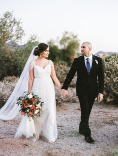 Photography : Rachel Solomon | Floral Design : Carte Blanche Design | Wedding Dress : Jenny Yoo | Venue : The Country Club At DC Ranch | Grooms Attire : Brothers Tailors Read More on SMP: http://www.stylemepretty.com/2016/01/26/organic-something-blue-wedding-inspiration/