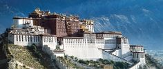 Potala-Palast in Lhasa - eines der größten Gebäude der Welt und eine Weltkulturerbe der Unesco