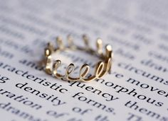 Crown+Ring+Gold+Dainty+Ring+Gold+Thread+Ring+Gold+por+MinimalVS,+$375.00