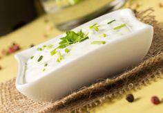 Eerder maakte ik al een pepersaus en deelde ik een recept voor mayonaise. Vandaag een zelfgemaakte knoflooksaus waarbij de basis is gemaakt van yoghurt.