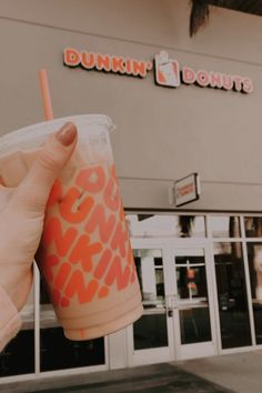 Dunkin Donuts Coffee, Iced Coffee, Cute Birthday Ideas, Famous Drinks, Tumblr Food, Cream Aesthetic, Un Cake, Coffee Is Life, Favorite Candy
