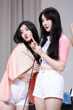 PRISTIN ♡ Xiyeon 시연 • Park SiYeon 박시연 & RoA 로아 (Kim MinKyung 김민경) at Nowon fansign 170513 (RoA back to natural hair) #띠띠 #퀸시연 #로로 #갓민경 #민경 @ 노원 팬사인회