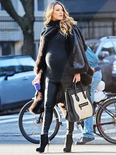 Star Tracks: Tuesday, December 9, 2014 | BUN-DLED IN THE OVEN | Fashionable mom-to-be Blake Lively keeps warm while out and about in New York City on Monday.