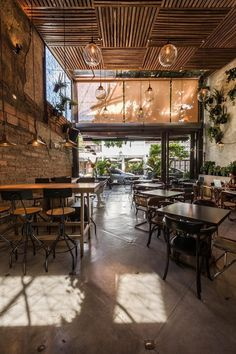 Cafe Restaurant, Restaurant Vintage, Restaurant Ideas, Coffee Shop Design, Cafe Design, Rustic Design, Restaurant Furniture, Restaurant Interior Design, Industrial Restaurant Design