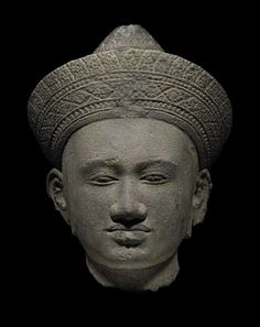 HEAD OF DIVINITY Grey sandstone Khmer art, Kléang school 10th - 11th century Height: 35 cm Provenance Alpern collection, New York, 1985 Exhibited at the Metropolitan Museum of Art