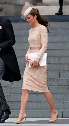 Shop Kate Middleton's Favorite Affordable Shoes, From Sneakers to Sandals How to Get Princess Kate's Favorite (Affordable!) Shoes: From Sneakers to Sandals Moda Kate Middleton, Looks Kate Middleton, Estilo Kate Middleton, Kate Middleton Outfits, Estilo Real, The Duchess, Duchess Of Cambridge, Pantyhosed Legs, Princesa Kate Middleton