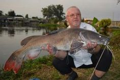 Polish angler Piotr and his friends start their fishing holiday in Thailand fishing at Palm Tree Lagoon.