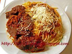 Μοσχάρι κοκκινιστό με μακαρόνια - από «Τα φαγητά της γιαγιάς» Greek Recipes, My Recipes, Cooking Recipes, Recipe Collection, Meatloaf, Pasta Dishes, Carne, Spaghetti, Kitchens