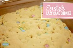 Easter Lazy Cake Cookies -Lazy Cake Cookies - a giant, soft cookie cake that only requires 4 ingredients! It's SO EASY! You can use any cake mix and toppings you want so the possibilities are endless! Streusel Topping For Muffins, Cake Mix Muffins, Easter Cookies, Holiday Cookies, Lazy Cake Cookies, Best Cake Mix, Smores Cake, Easter Recipes, Easter Desserts