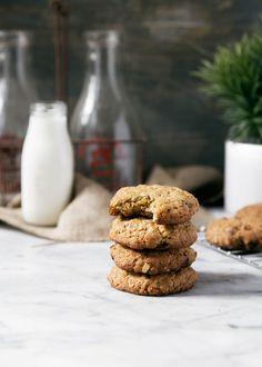 Golden Raisin Cardamom Oatmeal Cookies | Christmas Desserts