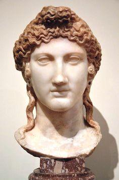 La Testa di Iside in marmo, parte di un acrolito, è stata rinvenuta nel Tempio di Iside a Pompei, ed è esposta nel Museo Archeologico Nazionale di Napoli (inv. 6290) (cat. 3.3).