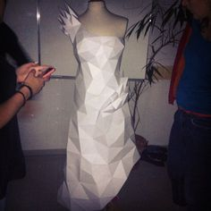 #paper #papier #papercut #papercraft #pepakura #sculpture #design #polygon #lowpoly #robe ...