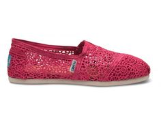 PINK ones?!  I seriously have a toms problem.  Now if only there were toms with bows.  I would die.