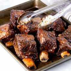 Recipe for Slow Cooker BBQ Short Ribs - These babies are so good there won't be leftovers! A little bit sweet with just the right amount of mustardy zest. If you're feeding a big crowd, double or trip (Leftover Bbq Recipes) Crock Pot Slow Cooker, Crock Pot Cooking, Slow Cooker Recipes, Crockpot Recipes, Cooking Recipes, Slow Cooker Short Ribs, Bbq Short Ribs, Braised Short Ribs, Braised Beef
