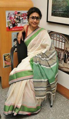 Dhonekhali by Bylou of Kolkata. Description by Mahua Roy Chowdhury Simple Sarees, Trendy Sarees, Stylish Sarees, Byloom Sarees, Handloom Saree, Kerala Saree, Indian Sarees, Ethnic Sarees, Indian Attire