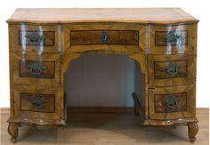 Barock-Schreibtisch, Nußbaum furniert, Bandintarsien, 5-schübiger frontseitig geschweifterKorpus a — Möbel, Einrichtung