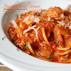 Spaghetti al tonno Shrimp, Chili, Spaghetti, Good Food, Food And Drink, Soup, Meat, Kitchen, Recipes