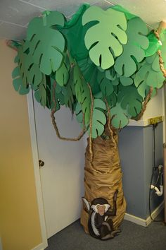Easy tree for VBS in the wild! Trunk made with painters paper over tomato cages. Top made with green tablecloth and construction paper leaves on pipe insulation (could use pool noodles). Vines made by twisting painters paper. Deco Jungle, Jungle Party, Safari Party, Safari Theme, Jungle Safari, Rainforest Classroom, Jungle Theme Classroom, Rainforest Theme, Paper Leaves