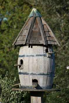 Wine barrel birdhouse ... happy birdies :)