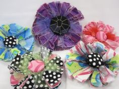 Sun Blossom Flower Pins -tutorial video and written tutorial. Looks easy and seems to be a great project to make!